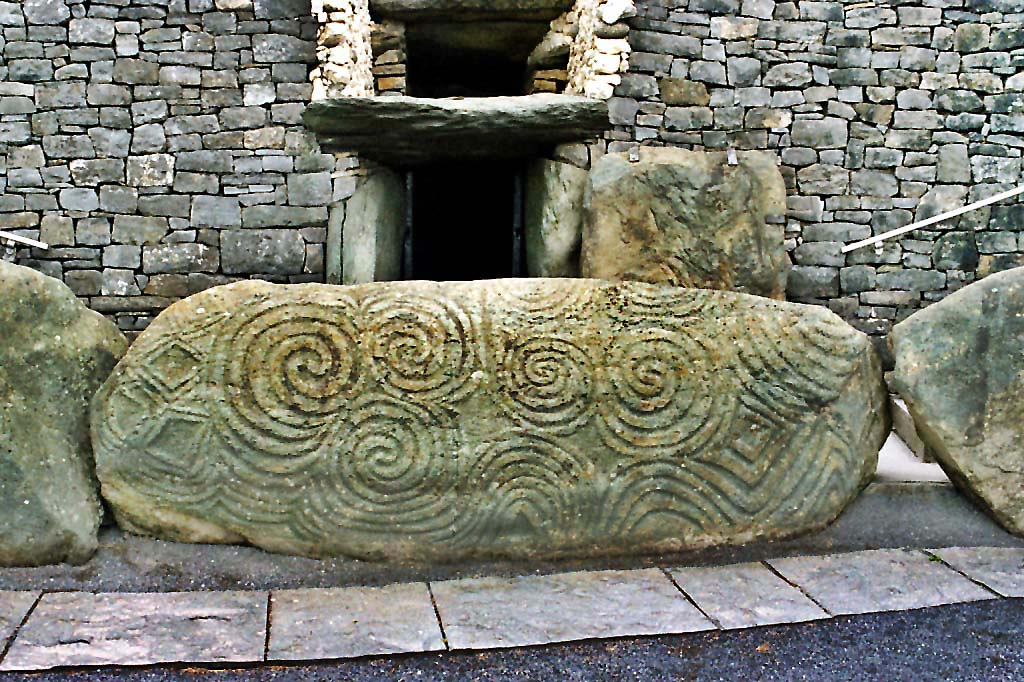 HP-Entrance_stone_Newgrange_Ireland.jpg